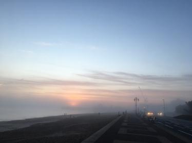 A retty cool sunset through the dense fog